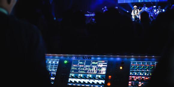 Soundcraft Vi 系列调音台助阵 Nile Rodgers 的伦敦 IndigO2 表演