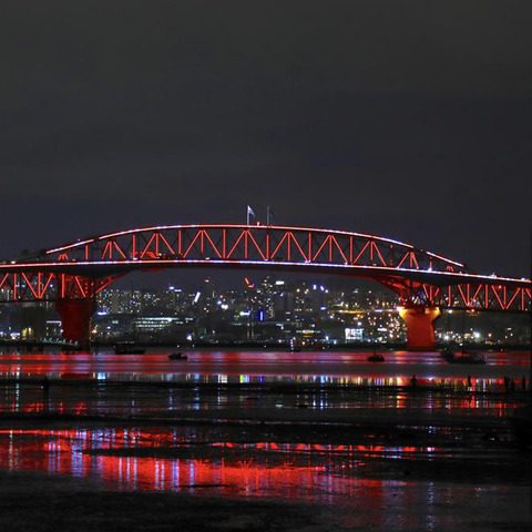 Auckland Harbour Bridge comes to life with Martin by HARMAN Professional Lighting Solutions