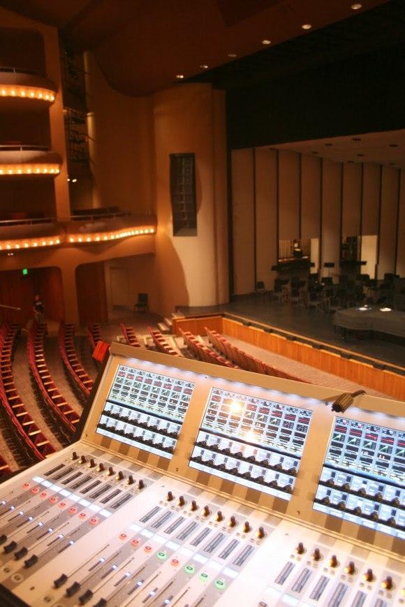 麦考伦剧院为其全套 HARMAN 产品组成系统添加 HARMAN 的Soundcraft Vi6 以实现数字化