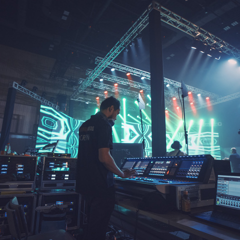 Smart Axiata Raises Money for Hospitals With Smile Charity Concert Powered by HARMAN Professional Solutions