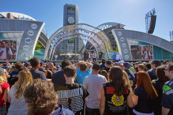 Firehouse Productions Scores Big at 2014 NFL Kickoff Event With HARMAN's JBL VTX Line Arrays and Crown I-Tech HD Amplifiers