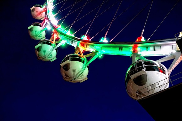 LINQ 的豪客摩天轮通过使用哈曼的 Martin Professional 照明灯具提高了标志性的拉斯维加斯天空线
