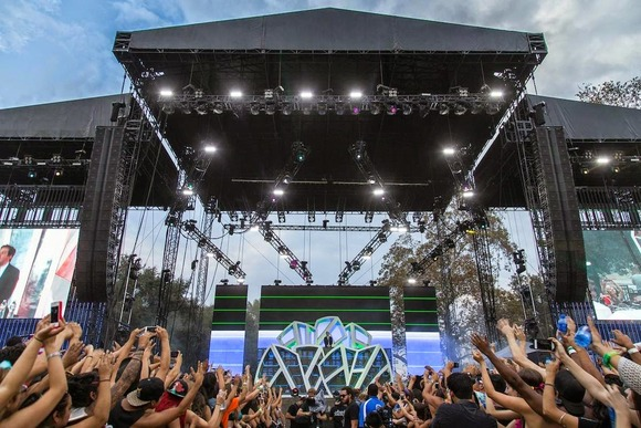Flag Systems Delivers Balanced SPL to HARD Summer Festival with HARMAN's JBL VTX Line Arrays and Crown I-Tech HD Amplifiers