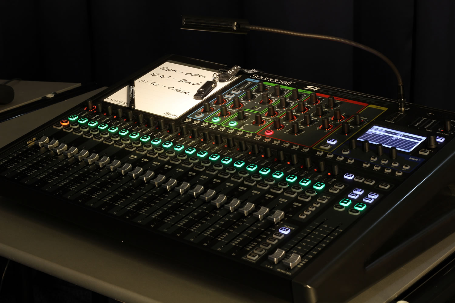 si compact 32 soundcraft professional audio mixers. Black Bedroom Furniture Sets. Home Design Ideas